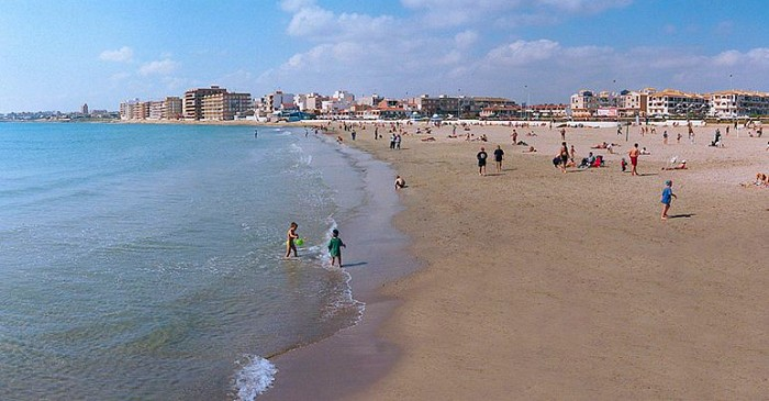 Playa de Los Naufragos in Torrevieja