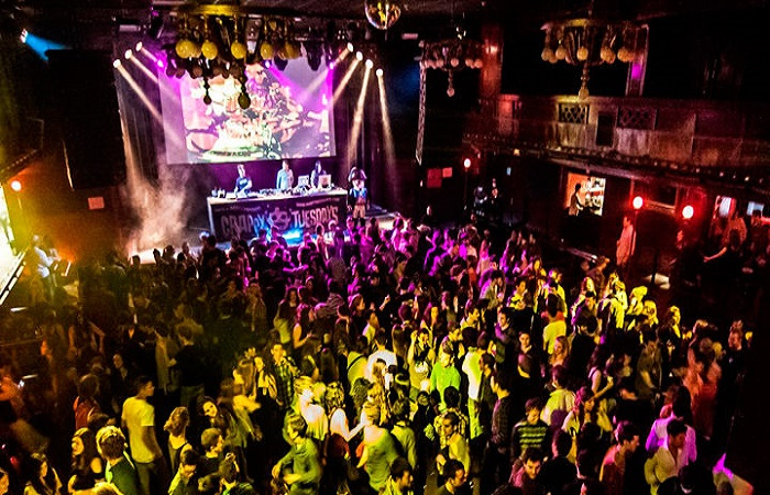 barcelona nightlife bars and clubs in barcelona rent a