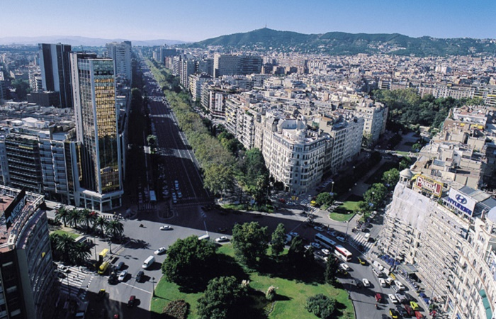 Shopping in Avenida Diagonal in Barcelona