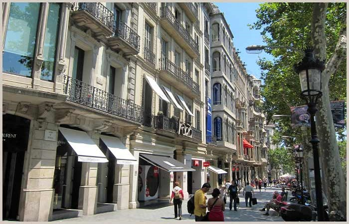 Shopping in Passeig de Gracia in Barcelona