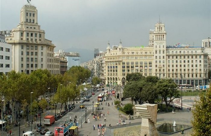 Shopping in Plaza Catalunya in Barcelona