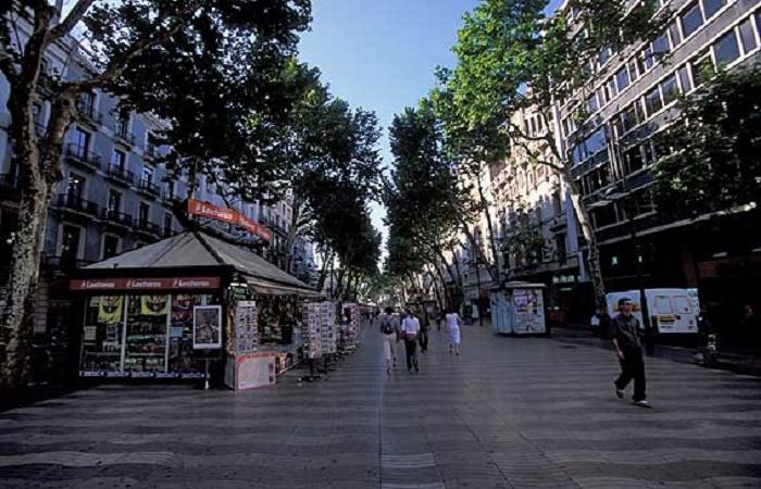 Shopping in Rambla de Catalunya in Barcelona