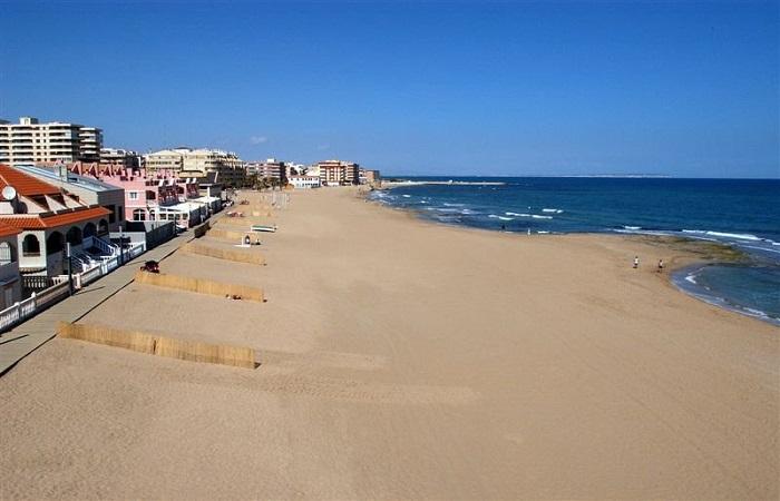Beach Playa de La Mata in Torrevieja