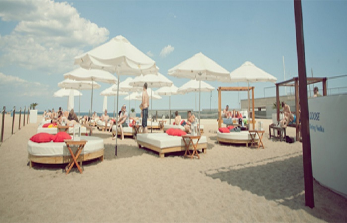 Mar Arnea Beach Club in Barcelona